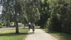 Cyclists on Waikato Esplanade, Ngaruawahia