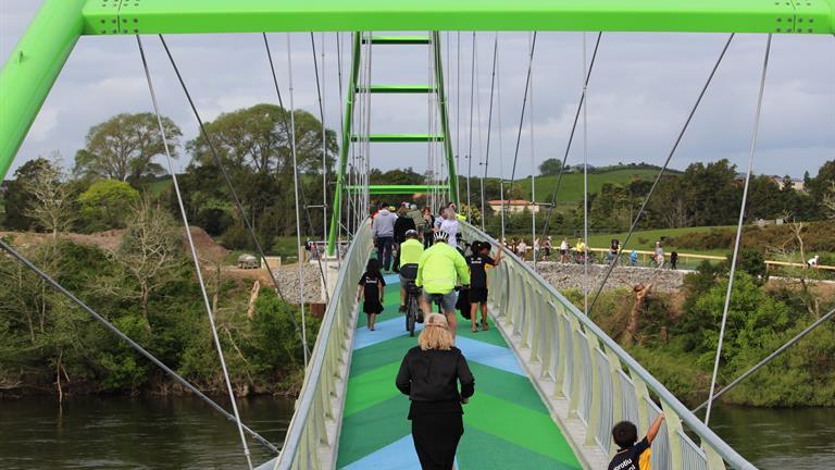 perry bridge launch2